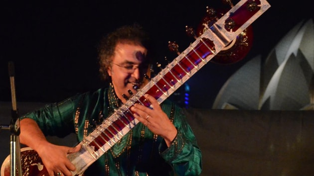 Celebrated Indian classical musician Shubhendra Rao on Friday night took to social media and accused Air India of breaking his sitar.(Shubehndra Rao/FB)