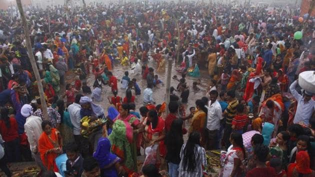 Three people died in Samastipur district of Bihar after a wall collapsed on Chhath puja devotees(HT Photo/Representative)