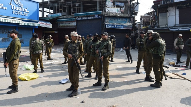 Monday's attack came when markets were open and traffic was moving normally in the civil lines area of the Srinagar city. (HT photo by Waseem Andrabi)