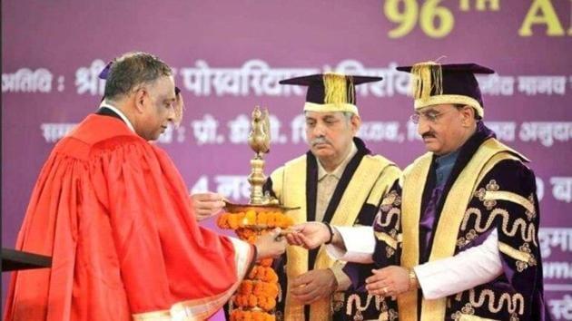 Human Resource Development Minister Ramesh Pokhriyal at DU 96th convocation as the chief guest.(twitter/@DrRPNishank)
