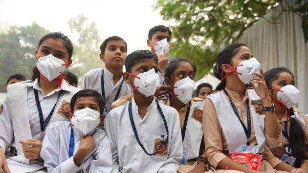 Delhi government had announced closure of schools in the national capital till November 5 due to the high levels of air pollution.(Sanchit Khanna/HT PHOTO)