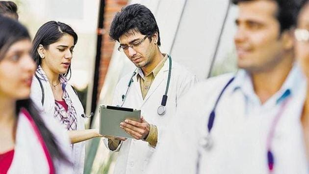 Health ministry asks MCI BoG to draft guidelines for fees structures at private medical colleges. (Representational images)(HT file)