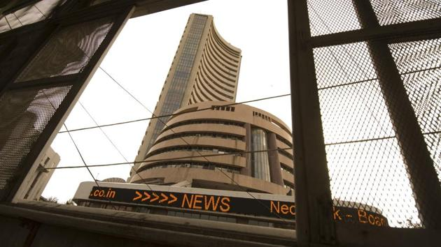 Market benchmark BSE Sensex dropped over 100 points in early trade on Wednesday(Hindustan Times Media)