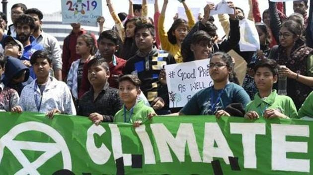 More than 11,000 experts fromaround the world are calling for a critical addition to the main strategy of dumping fossil fuels for renewable energy: there needs to be far fewer humans on the planet.(Arvind Yadav/HT PHOTO)