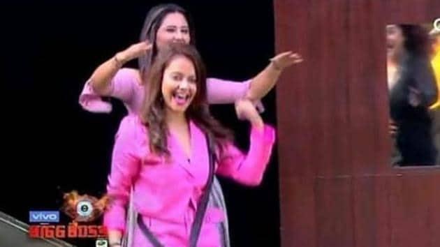 Bigg Boss 13: Devoleena Bhattacharjee and Rashami Desai's return to the house leaves Sidharth Shukla worried.