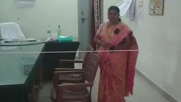 Tehsildar of Kurnool's Pattikonda Mandal, Uma Maheshwari has tied a rope in her office to serve as a barricade.(ANI Photo)