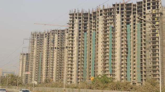 Axis Bank managing director Amitabh Choudhry said there are many realty projects with over 60 percent construction completed but are not able to carry forward for paucity of funds.(HT Photo/representative image)