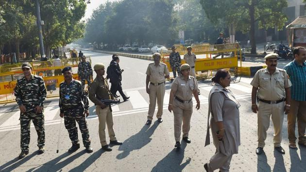 Police personnel stand guard outside the Supreme Court premises ahead of the court's verdict on Ayodhya land case in New Delhi, Saturday, Nov. 9, 2019.(PTI)
