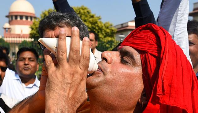 New Delhi, India - Nov. 9, 2019: A Hindu devotee blows the conch in celebration after the verdict in the Ram Janmabhoomi Babri Masjid case at Supreme Court in New Delhi, India, on Saturday, November 9, 2019. (Photo by Sanchit Khanna/ Hindustan Times)(Sanchit Khanna/HT PHOTO)