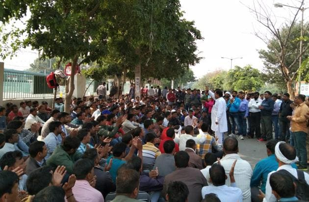 Striking Honda contract workers of Honda are demanding that the retrenched workers either be recalled or be paid a compensation of Rs 1 lakh per worker for each year of service.