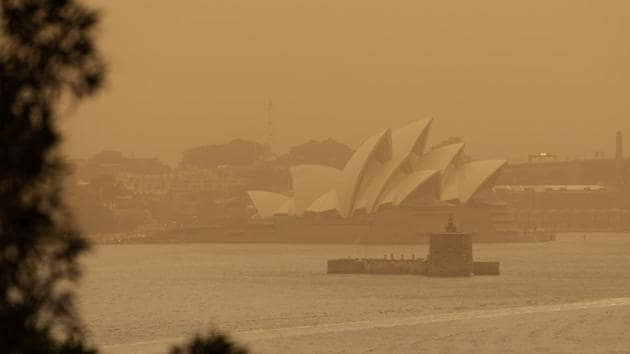 The Sydney Opera House is seen as smoke haze from bushfires drifts over the CDB in Sydney.(REUTERS Photo)
