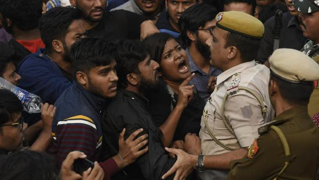 Students of JNU protesting against fee hike argue with police personnel outside All India Council For Technical Education during JNU convocation, in New Delhi, India, on Monday, November 11, 2019(Biplov Bhuyan/HT PHOTO)