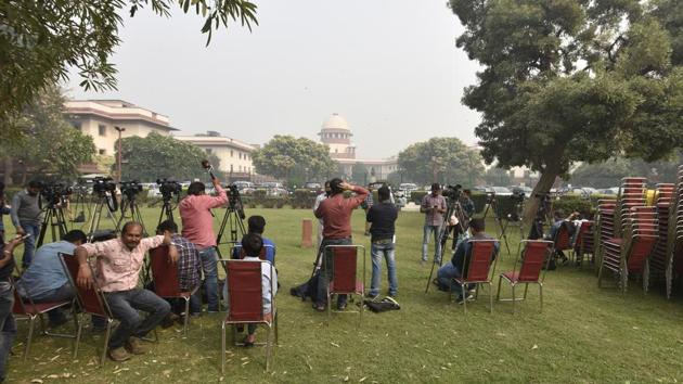 Media is seen outside the Supreme Court on Wednesday, November 13, 2019.The court held that the disclosure of any personal information held by the office of the Chief Justice under RTI will be decided on a case-by-case basis and after assessing whether it serves public interest.(Sonu Mehta/HT PHOTO)