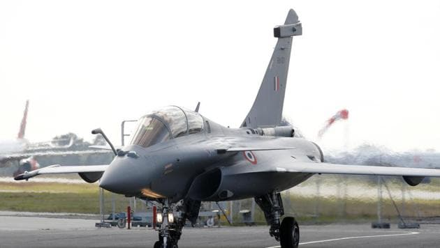 The Supreme Court on Wednesday refused to review its 2018 verdict that dismissed pleas seeking a court-monitored probe of alleged irregularities in the Rafale fighter jet deal with French plane maker Dassault Aviation.(Reuters)