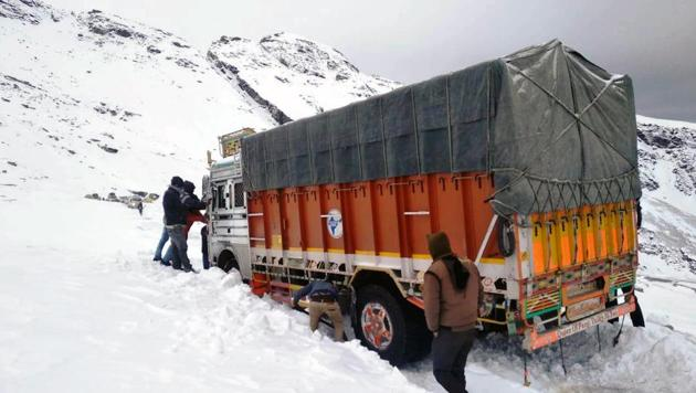 Among those rescued near the pass included a 14-member police party and seven civilians.(HT Photo)