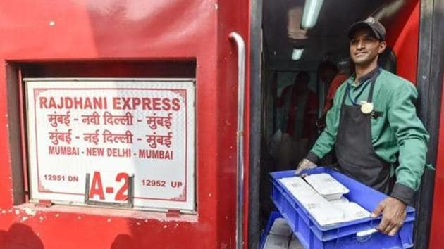 An Indian Railway Catering and Tourism Corporation (IRCTC ) worker carries foods in the newly launched eco-friendly disposable plates serving of meals to the passengers on Rajdhani Express train at New Delhi Railway Station in New Delhi.(File photo: PTI)