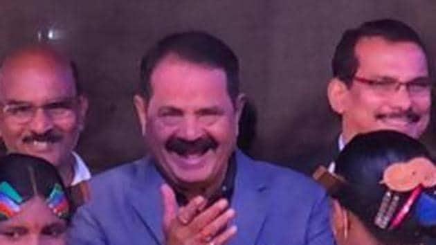 Congress MLA Taraprasad Bahinipati blew a flying kiss to Speaker S N Patro .(Twitter/@bhalubh55)