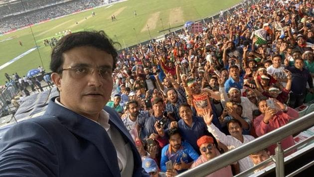 Sourav Ganguly with the crowd(Sourav Ganguly Tweet)