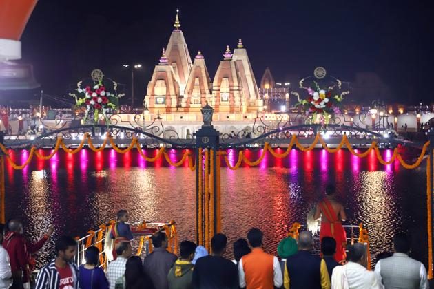 International Gita Jayanti Mahotsav, began at Brahma Sarovar in Kurukshetra on Saturday.(ht photo)