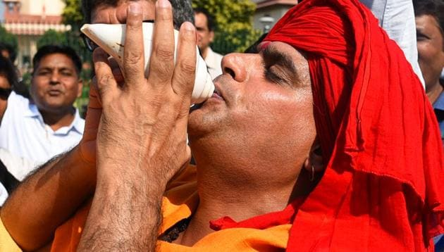 A Hindu devotee blows a conch shell in celebration after the verdict in the Ram Janmabhoomi case.(Sanchit Khanna/HT PHOTO.)