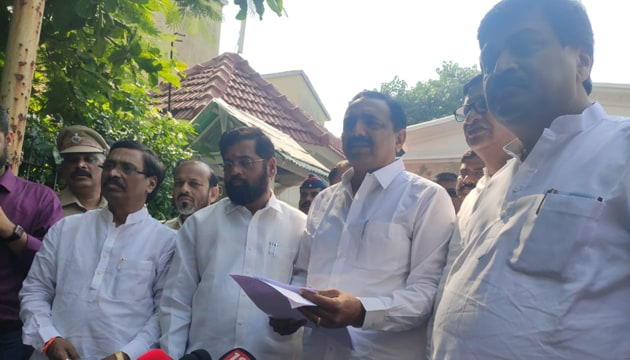 Talking to reporters after his visit to Raj Bhavan, Jayant Patil said the Shiv Sena-NCP-Congress combine has support of 162 MLAs.(Anshuman Poyrekar/ HT Photo)