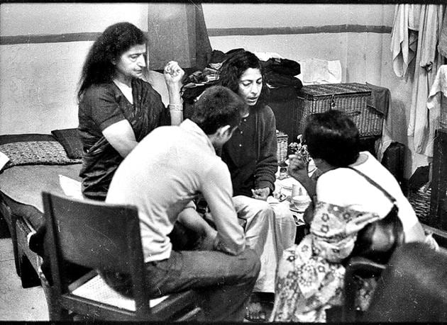 Wilayat Mahal (left) and her children received visitors in a waiting room of the New Delhi Railway Station in 1975.(N Thyagarajan / HT Archives)