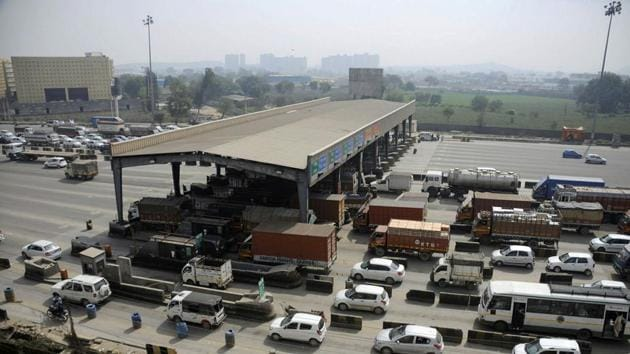 As per the directions of the ministry of road transport and highways, all vehicles crossing the toll plaza will have to pay toll through FASTags, which refer to radio frequency identification (RFID) tags.(HT Photo)