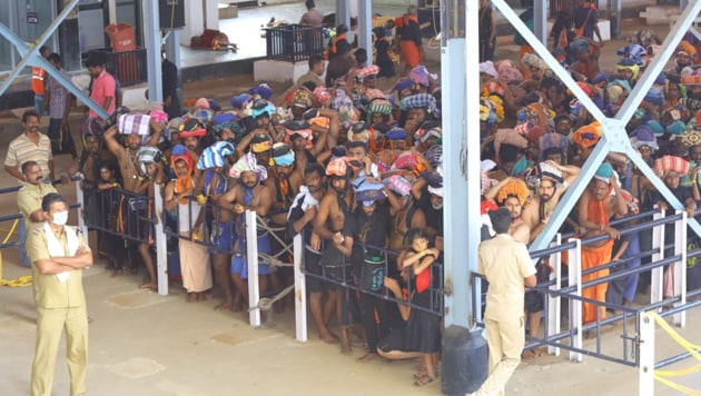 The Sabarimala temple opened for three-month pilgrimage season on November 17 and is witnessing a heavy rush(Vivek Nair/HT Photo)