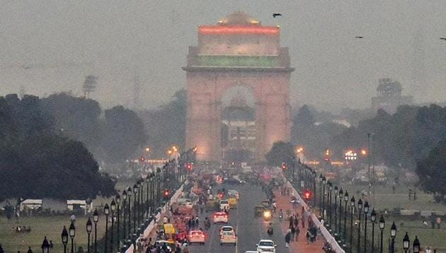 Delhi's air quality on Monday dipped marginally on Monday, settling in the 'poor' category.(HT Photo)