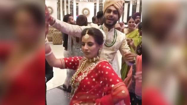 Bride dances on Hauli Hauli and the video has gained over lakhs of views.(Instagram/pratishthaarora)