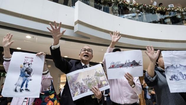 State-controlled media in mainland China have downplayed the victory of the pro-democracy camp in Hong Kong's district election.(Bloomberg image)