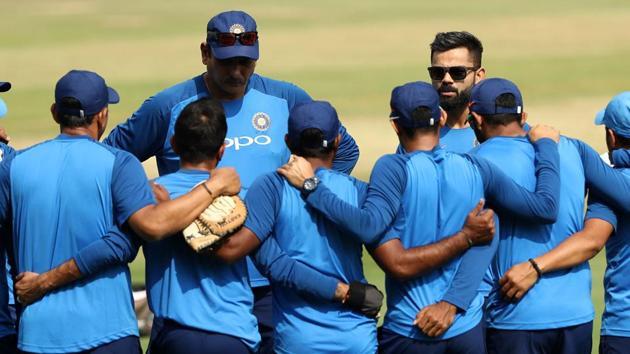 File image: Head coach Ravi Shastri and skipper Virat Kohli speak to the team.(Getty Images)