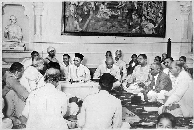 VD Savarkar addressing a Hindu Mahasabha Working Committee meeting in Delhi.(Lalit Gopal/HT file photo)