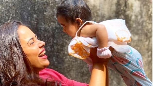 Sameera Reddy with her daughter