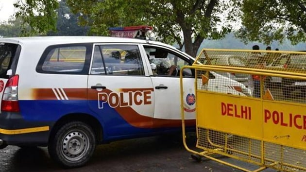 An FIR was registered against an assistant sub-inspector (ASI) of police for allegedly handcuffing and assaulting the manager of a restaurant.(HT File)