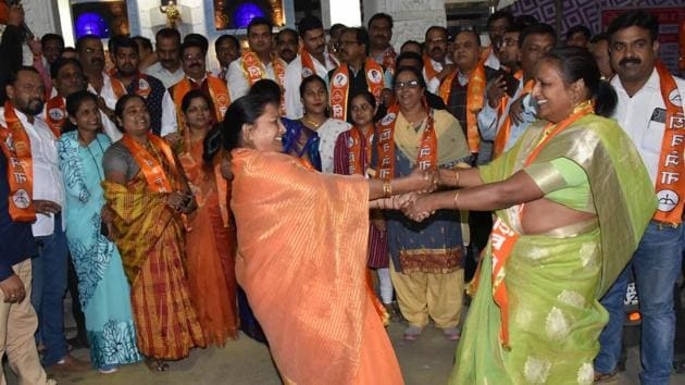 Shiv Sena party workers celebrate at Babasaheb Ambedkar chowk in Pimpri.(HT PHOTO)