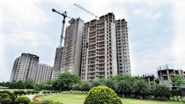 Formal registration of Amrapali Group's housing projects flats will begin only after circle rates to be effective for these projects are decided, Supreme Court appointed receiver said.