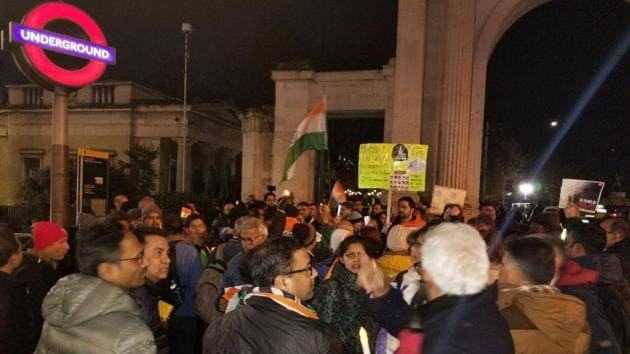 400-strong contingent of the Indian diaspora marched to the Pakistani High Commission on 26/11 anniversary(HT Photo)