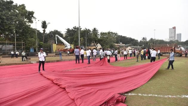 Preparation for CM ceremony begins at Shivaji Park in Mumbai(Kunal Patil/HT Photo)