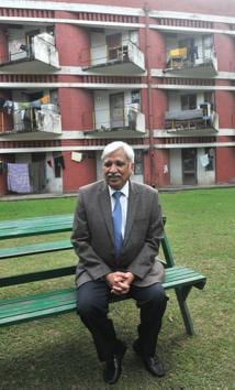 Chief election commissioner Sunil Arora at Hostel No. 1 on the PU campus, where he stayed in 1979.(HT PHOTO)