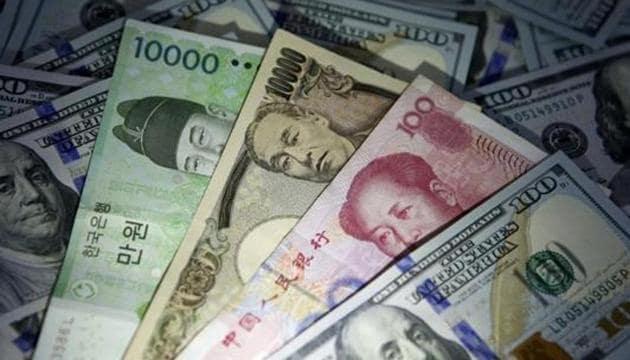China's currency Yuan weakens after Donald Trump signs Hong Kong bill.(REUTERS)