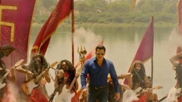 Salman Khan leads a group of sadhus in Hud Hud Dabangg song from Dabangg 3.