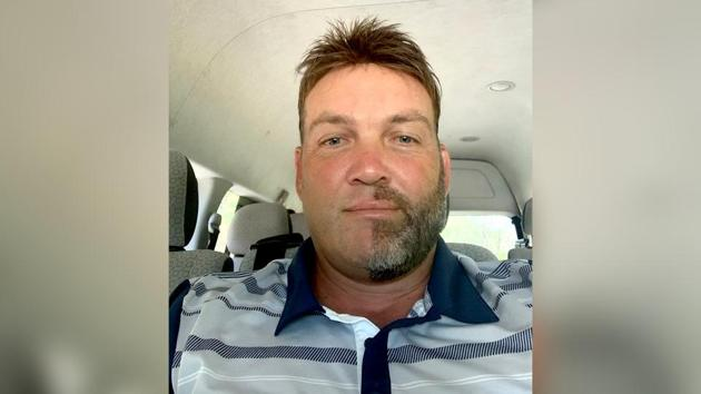 Jacques Kallis shaved exactly half his beard and moustache for a challenge.(Twitter/Jacques Kallis)