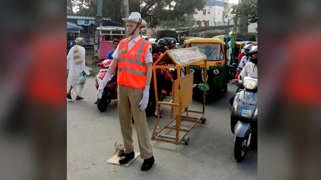 Bengaluru Police has deployed the life-size mannequins in different areas.(Twitter/@kengeritrfps)