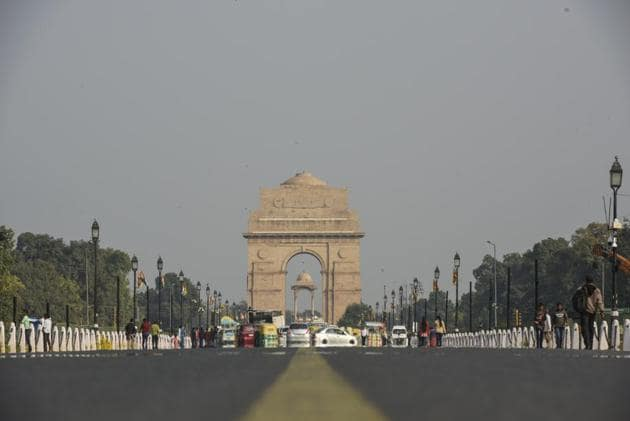 The air in the national Capital on Friday improved to the 'satisfactory' category, after a gap of almost two months. According to Central Pollution Control Board (CPCB) data, the overall air quality index (AQI) of the city was 84. On Thursday, the average AQI was 106 in the 'moderate' zone.(Burhaan Kinu/ Hindustan Times)