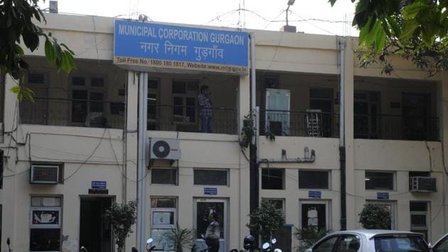 Officials of Municipal Corporation of Gurugram (MCG0 said they discussed how consumers who visited citizen services centres to get errors in bills rectified should be facilitated.(HT Photo)