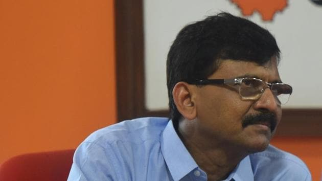 Shiv Sena's Sanjay Raut wrote in his newspaper coloumn that overconfidence destroyed former Chief Minister Devendra Fadnavis.(HT Photo)
