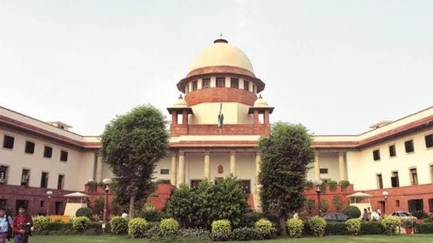 During the hearing of a petition filed by the Samta Andolan Samiti, the centre's top law officer, attorney general KK Venugopal told the apex court on Monday that a bench of seven judges should be set up to revisit the 2018 ruling in the Jarnail Singh case. That ruling said the principle of a creamy layer should be applied to SC/ST communities for reservation in promotions.(HT File)