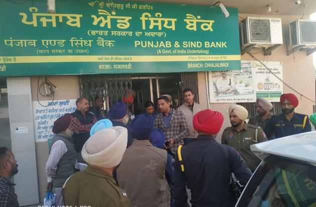 The bank branch where the incident took place.(HT PHOTO)