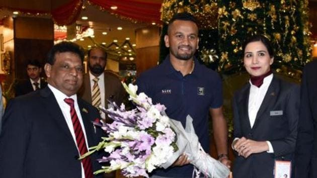 Dimuth Karunaratne poses for photo with offcials at Islamabad airport.(SLC/ Twitter)